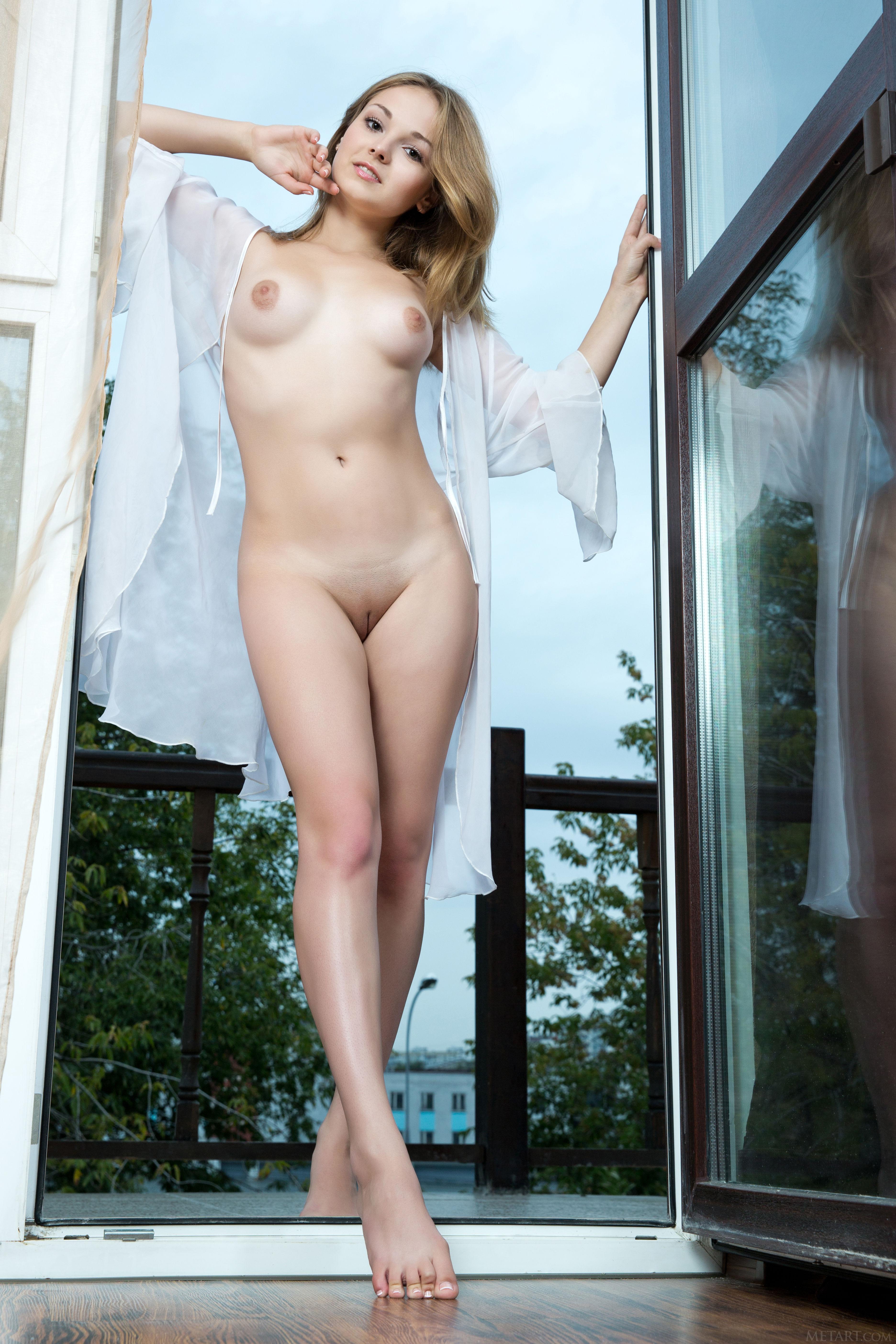 stefanie scott nude