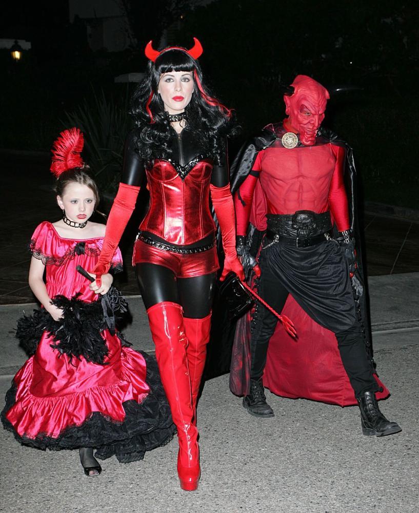 Костюм на хэллоуин своими руками жуткие идеи для взрослых 18