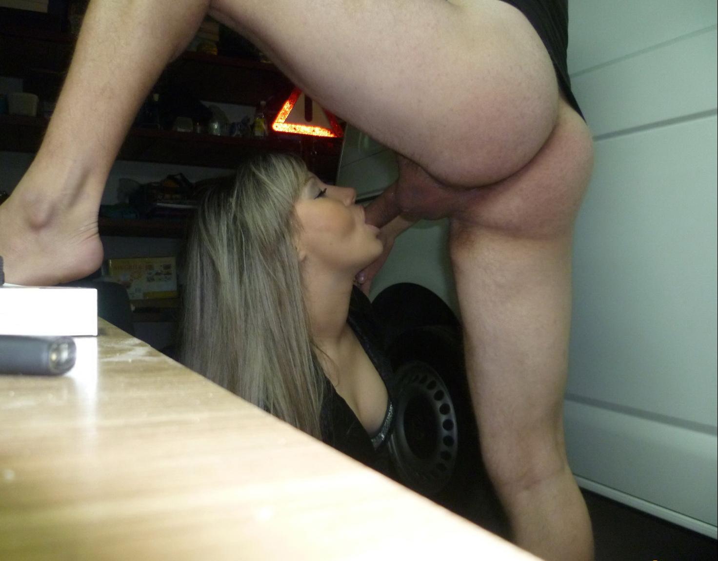 porno-russkaya-anya-uedinilas-v-garazhe