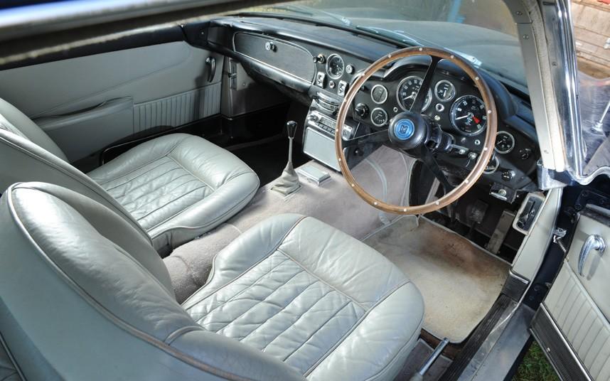 Aston Martin DB 5 Barn Find 007