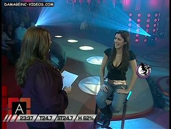 Carlita Conte sentada y escotada
